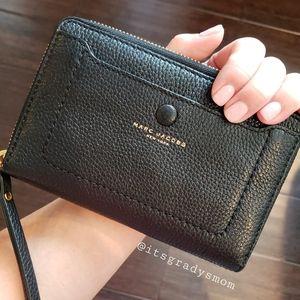 Marc Jacobs  Leather zip around wristlet wallet